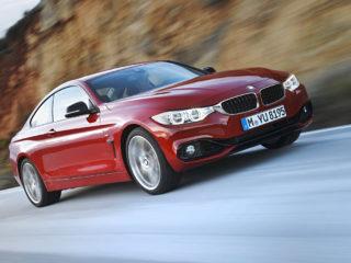BMW 435i Coupé Sport Line, Melbourne Rot, 306 PS, 400 Nm, Interieur: Leder Dakota Schwarz, Alu Längsschliff fein, Akzentleiste korallrot matt
