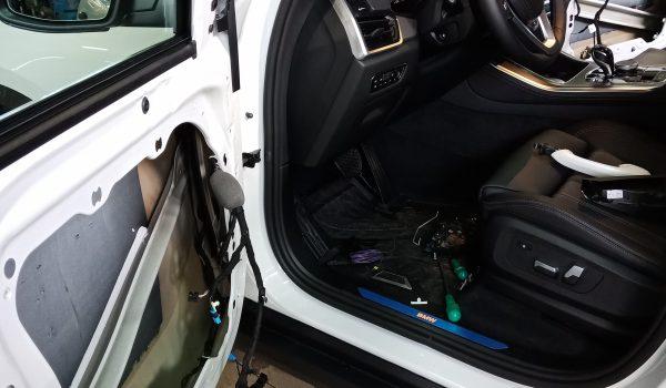 автодоводчик двери BMW